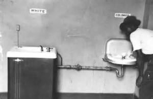 Colore - White water fountain